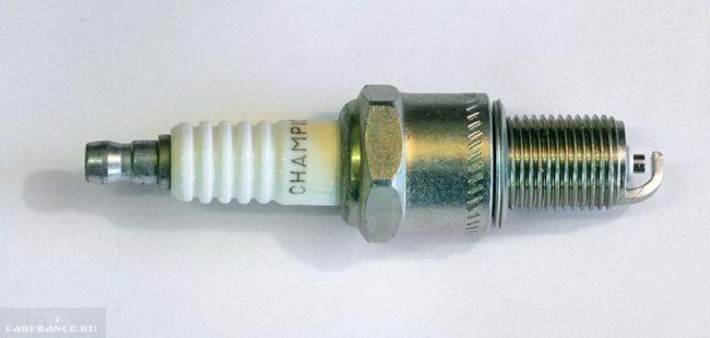 Свеча зажигания для автомобиля Дэу Нексия с 8 клапанным двигателем