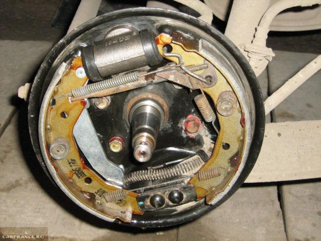 Тормозной механизм заднего колеса автомобиля Дэу нексия