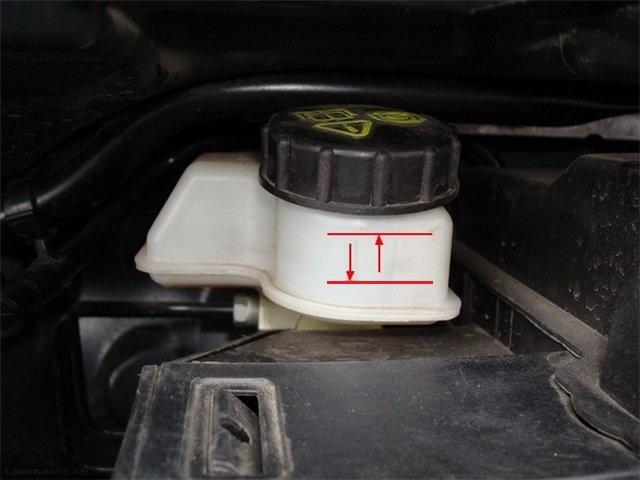 Расширительный бачок гидропривода тормозов Форд Фокус 2
