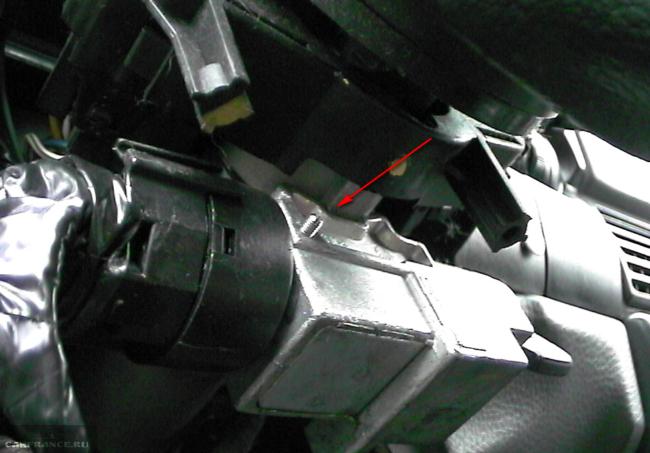 Потайной аинт-шпилька крепления контактной колодки к замаку зажигания Дэу Нексия