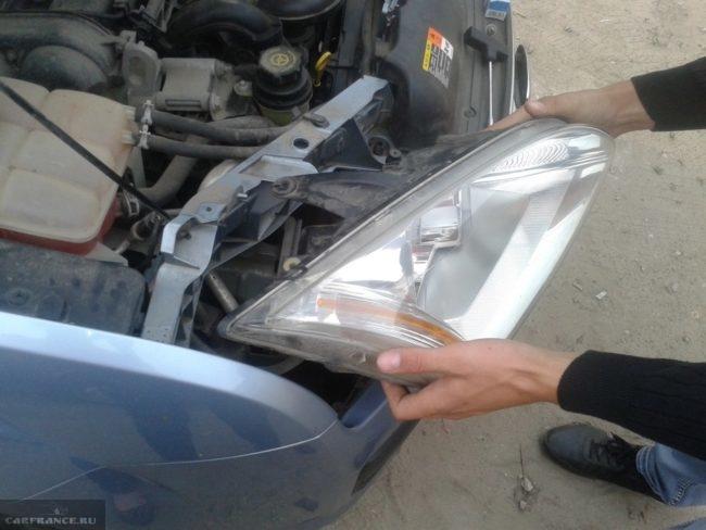 Снятие фары на Форд Фокус 2