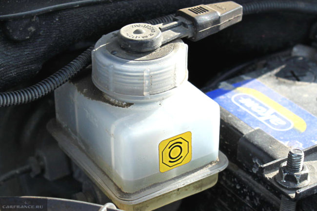 Расширительный бачок тормозной системы ВАЗ-2110
