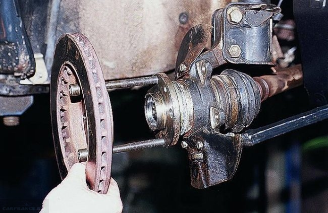 Болты для демонтажа передней ступицы в ВАЗ-2110