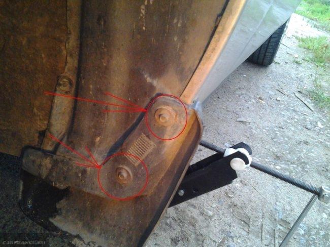 Крепление переднего брызговика в Дэу Нексия