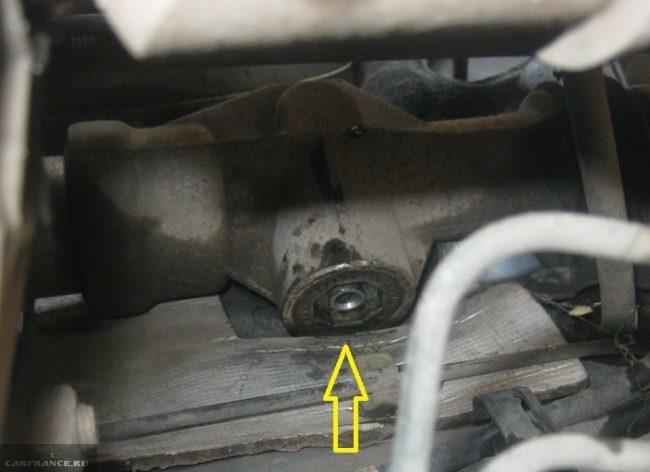 Регулировочная гайка рейки на автомобиле ВАЗ-2110