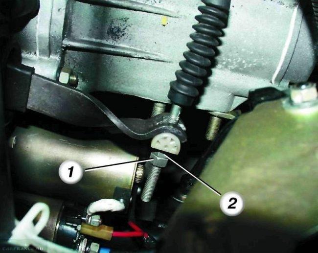 Регулировочный узел троса сцепления на ВАЗ-2110