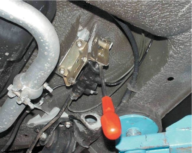 Регулятор давления задних тормозов в ВАЗ-2110, блокировка