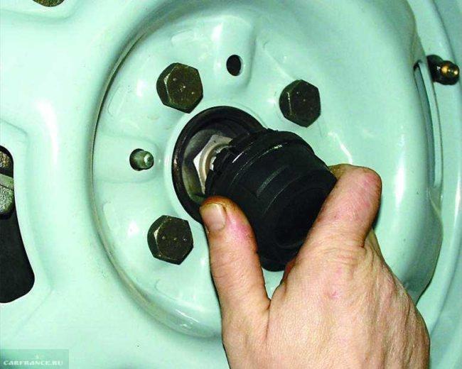 Защитный колпачок гайки подшипника передней ступицы ВАЗ-2110
