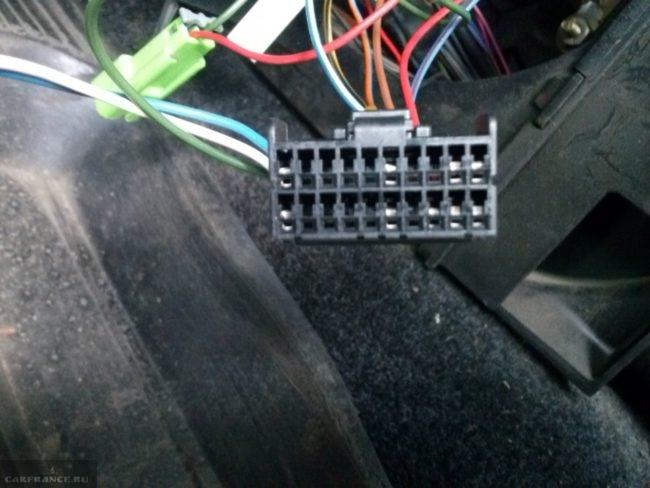 Соединительная колодка иммобилайзера ВАЗ-2110