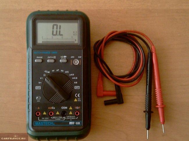 Цифровой мультиметр для прозвонки цепей модуля зажигания в ВАЗ-2110