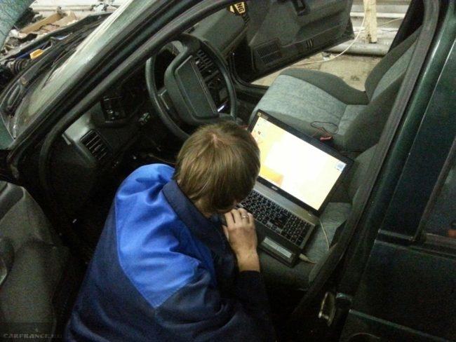Прошивка иммобилайзера автомобиля ВАЗ-2110 в автосервисе
