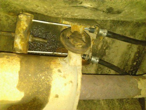 Замена троса стояночного тормоза автомобиля ВАЗ-2110