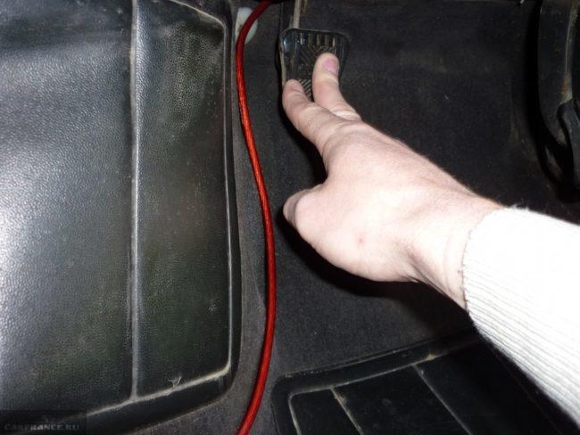 Педаль сцепления на автомобиле ВАЗ-2110, проверка и регулировка полного хода