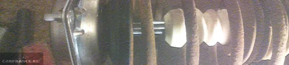 Элемент из передней подвески ВАЗ-2110