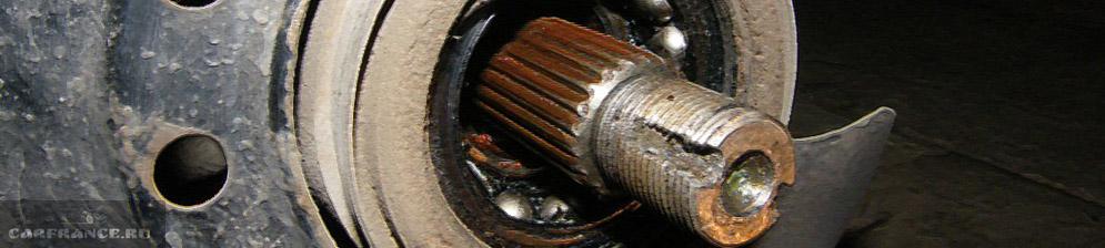Механизм после демонтажа переднего ступичного подшипника видны подшипники на ВАЗ-2110