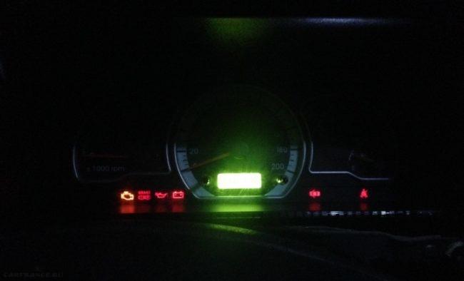 Приборная панель Дэу Нексия в момент запуска двигателя