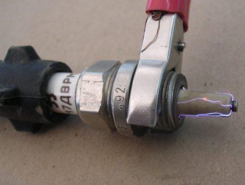Повреждение изолятора свечи ВАЗ-2110