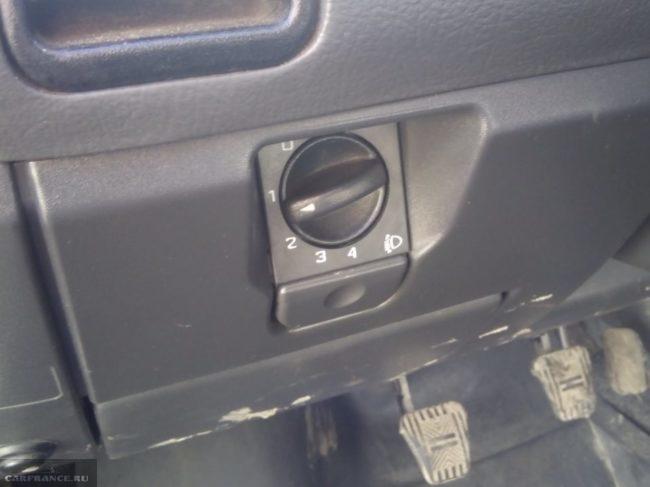 Рукоятка управления корректором фар в ВАЗ-2110