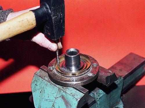 Установка грязезащитного кольца подшипника на ступицу ВАЗ-2110