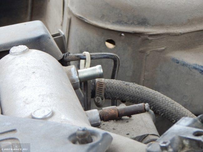 Соединительный штуцер шланга вакуумного усилителя ВАЗ-2110