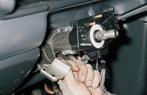 Скоба крепления замка зажигания ВАЗ-2110