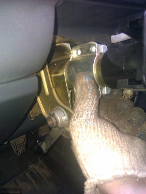 Крепление замка зажигания ВАЗ-2110