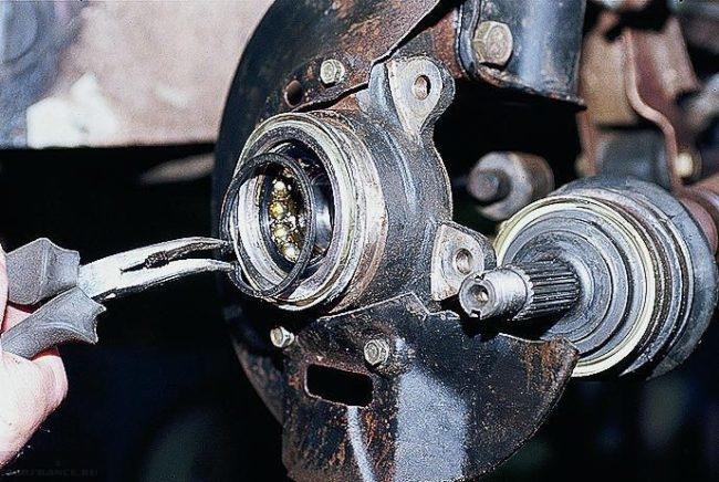 Стопорное кольцо подшипника передней ступицы ВАЗ-2110