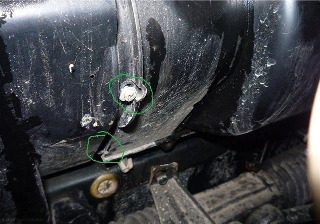 Крепление салонного фильтра в ВАЗ-2110