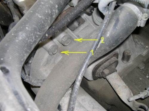 Болты крепления коробки передач к блоку двигателя в автомобиле ВАЗ-2110