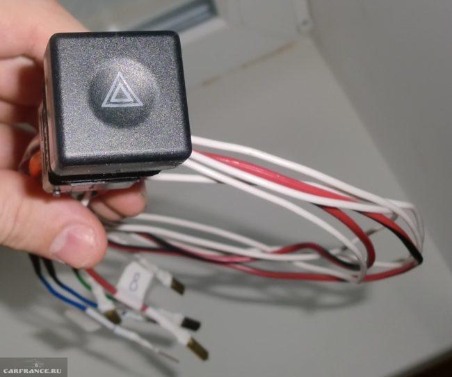 Кнопка включения аварийной сигнализации с проводами для автомобиля ВАЗ-2110