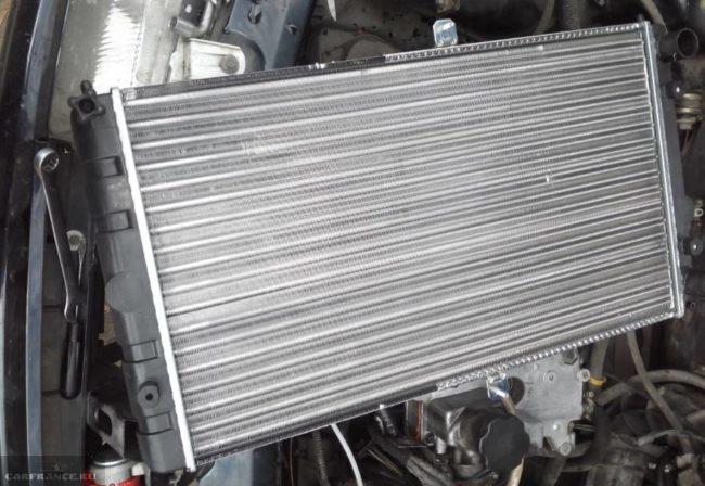 Алюминиевый радиатор охлаждения двигателя для автомобиля ВАЗ-2110