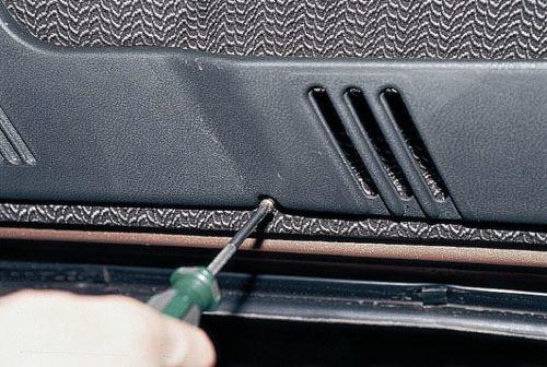 Декоративная панель внутренней обшивки передней двери автомобиля ВАЗ-2110