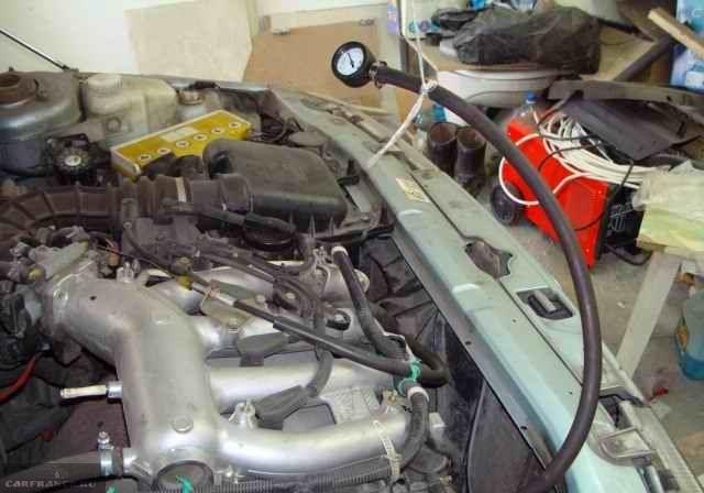 Манометр для замера давления в топливной системе ВАЗ-2110 и моторный отсек автомобиля