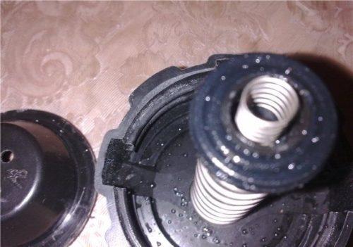 Пружины крышки расширительного бачка системы охлаждения двигателя ВАЗ-2110