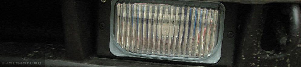 Лампа ПТФ вблизи на ВАЗ-2110 в бампере