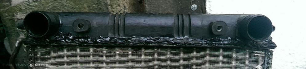 Радиатор охлаждения на ВАЗ-2110 после неудачного ремонта с применением герметика