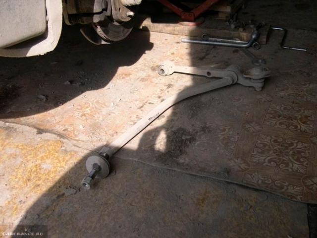 Растяжка передней подвески в сборе с рычагом от автомобиля ВАЗ-2110