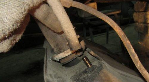 Тонкий шланг топливной системы ВАЗ-2110, крепление на штуцере бензобака