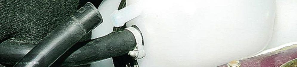 Штуцер обратка для воздуха системы охлаждения на ВАЗ-2110
