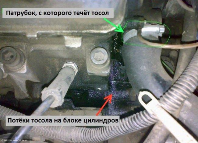 Течь тосола из-под хомута патрубка в моторном отсеке ВАЗ-2110 и грязные потеки на блоке цилиндров