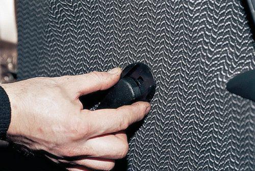Демонтаж рукоятки управления ручным стеклоподъемником в ВАЗ-2110