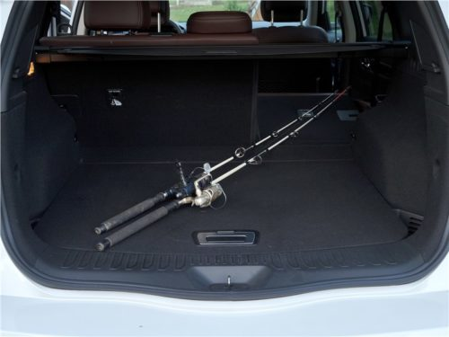 Спиннинг в багажнике автомобиля Рено Колеос 2018 модельного года