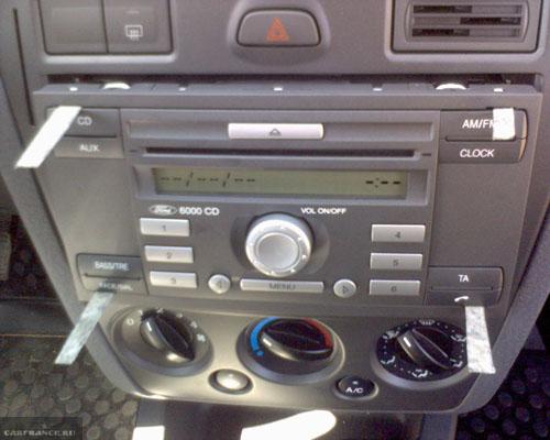 Отщёлкнутая с замка магнитола Форд Фьюжен 5000 CD