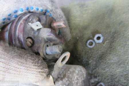 Демонтаж клеммы со стартера ВАЗ 2110