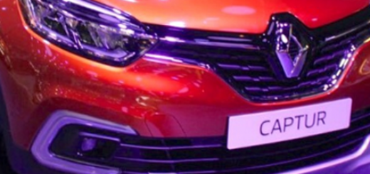 Рено Каптур 2018 модельного года оранжевый на автосалоне вид спереди