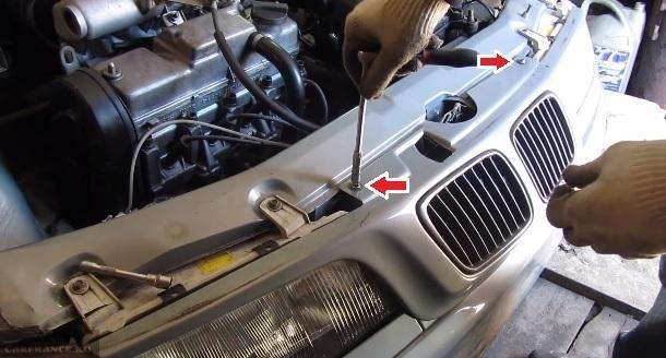Процесс демонтажа решётки радиатора ВАЗ-2110 болты крепления схема