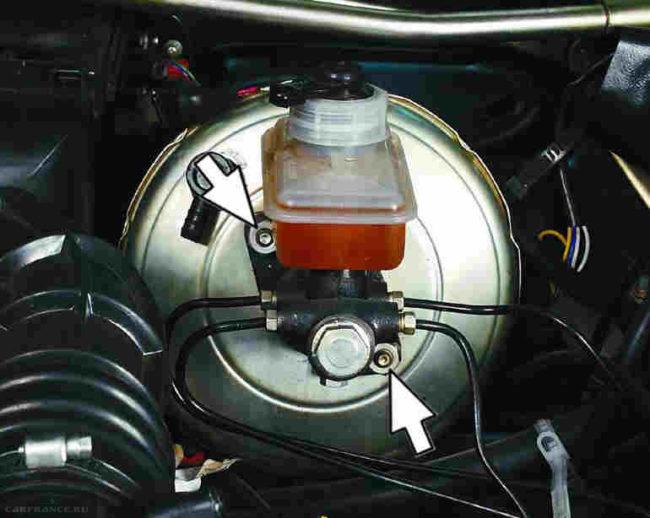 Демонтаж главного тормозного цилиндра ВАЗ-2110