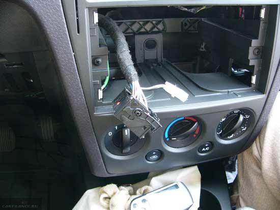 Панель приборов без штатной магнитолы Форд Фьюжн и коса проводов с фишкой подключения