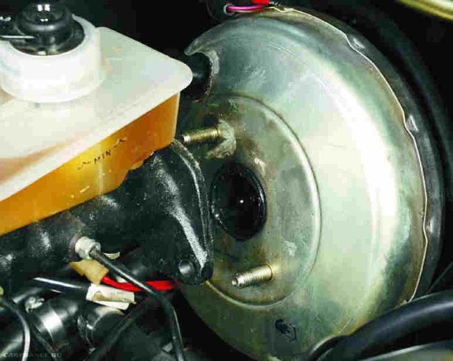 Вакуумный усилитель тормозов без главного цилиндра ВАЗ-2110