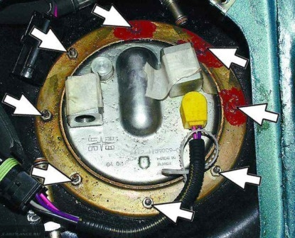 Снятие металлического уплотнителя насоса ВАЗ-2110